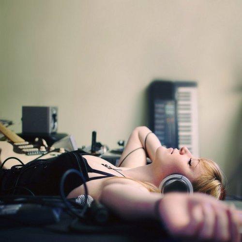 rock-girl-headphones.jpg