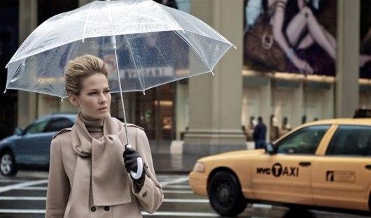 aw13-umbrella-trans-street