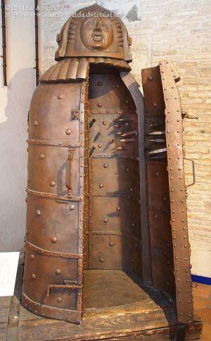 La-doncella-de-hierro-Inquisicion-40735