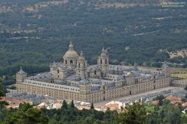 Monasterio-de-San-Lorenzo-de-El-Escorial-visto-desde-el-monte-Abantos